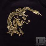 Золотой дракон на черном фоне