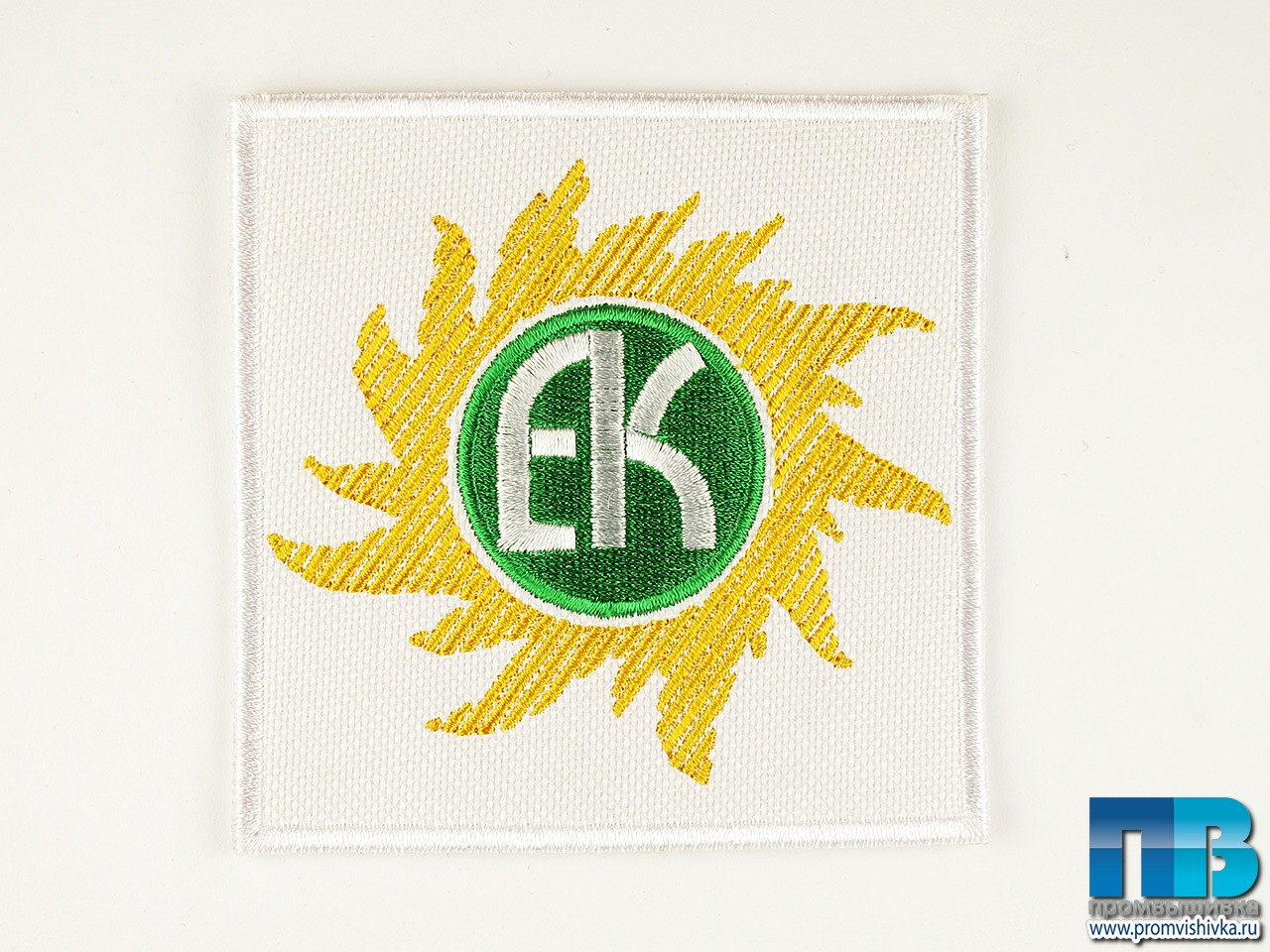Вышивка логотипа на форме