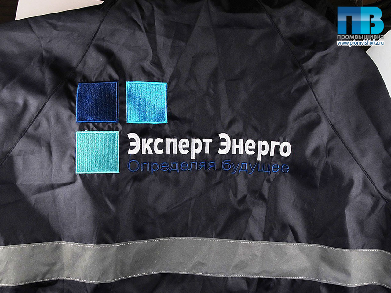 Вышивка логотипа на спецодежде спб