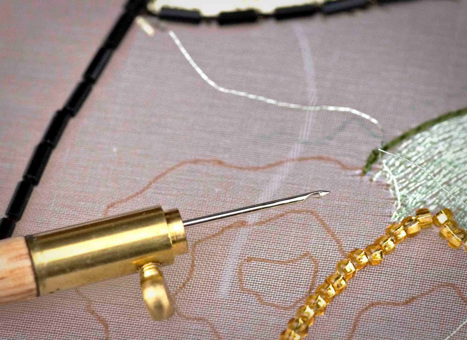 Крючок для вышивки пайетками