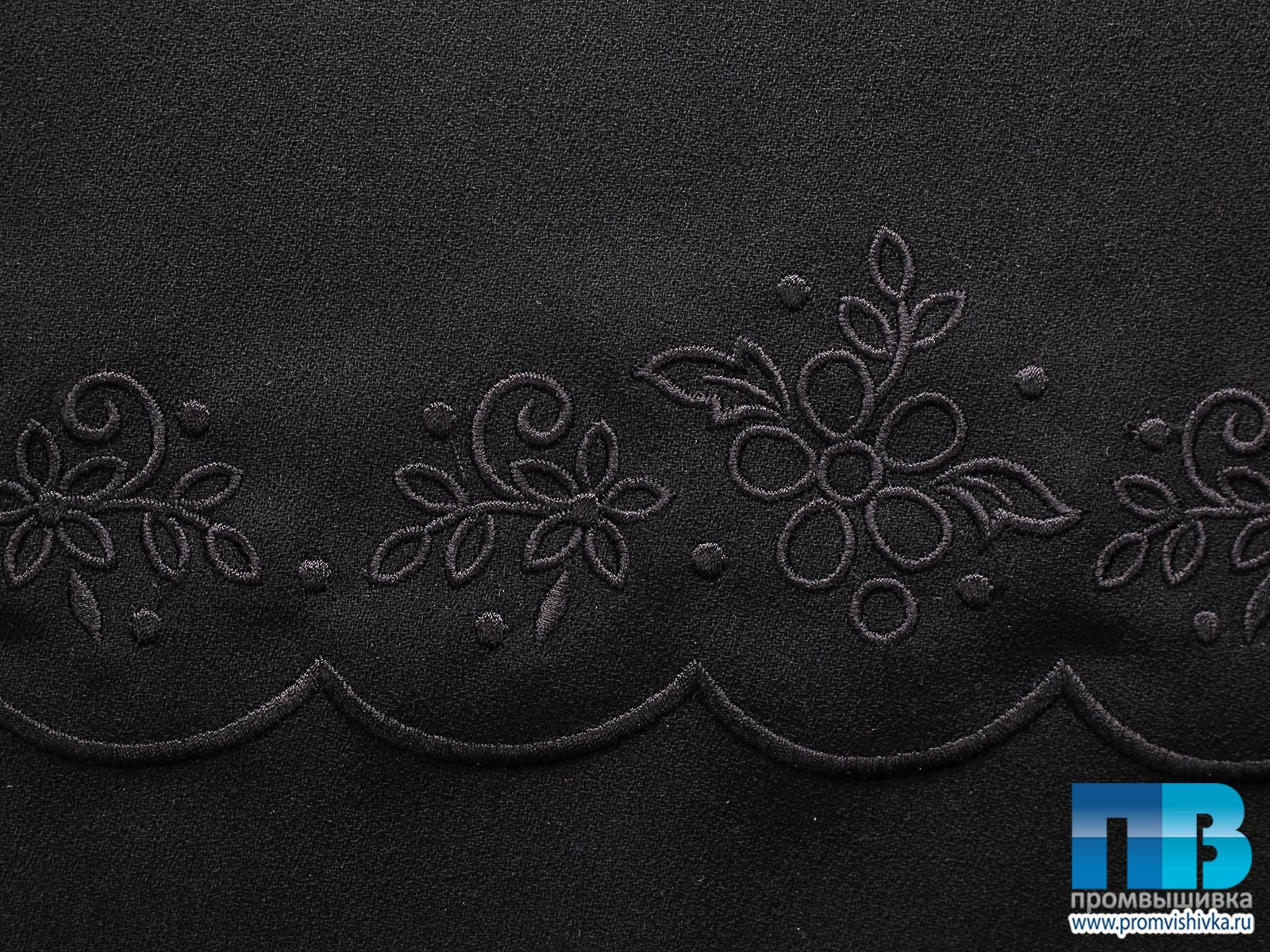 Вышивка на черной ткани