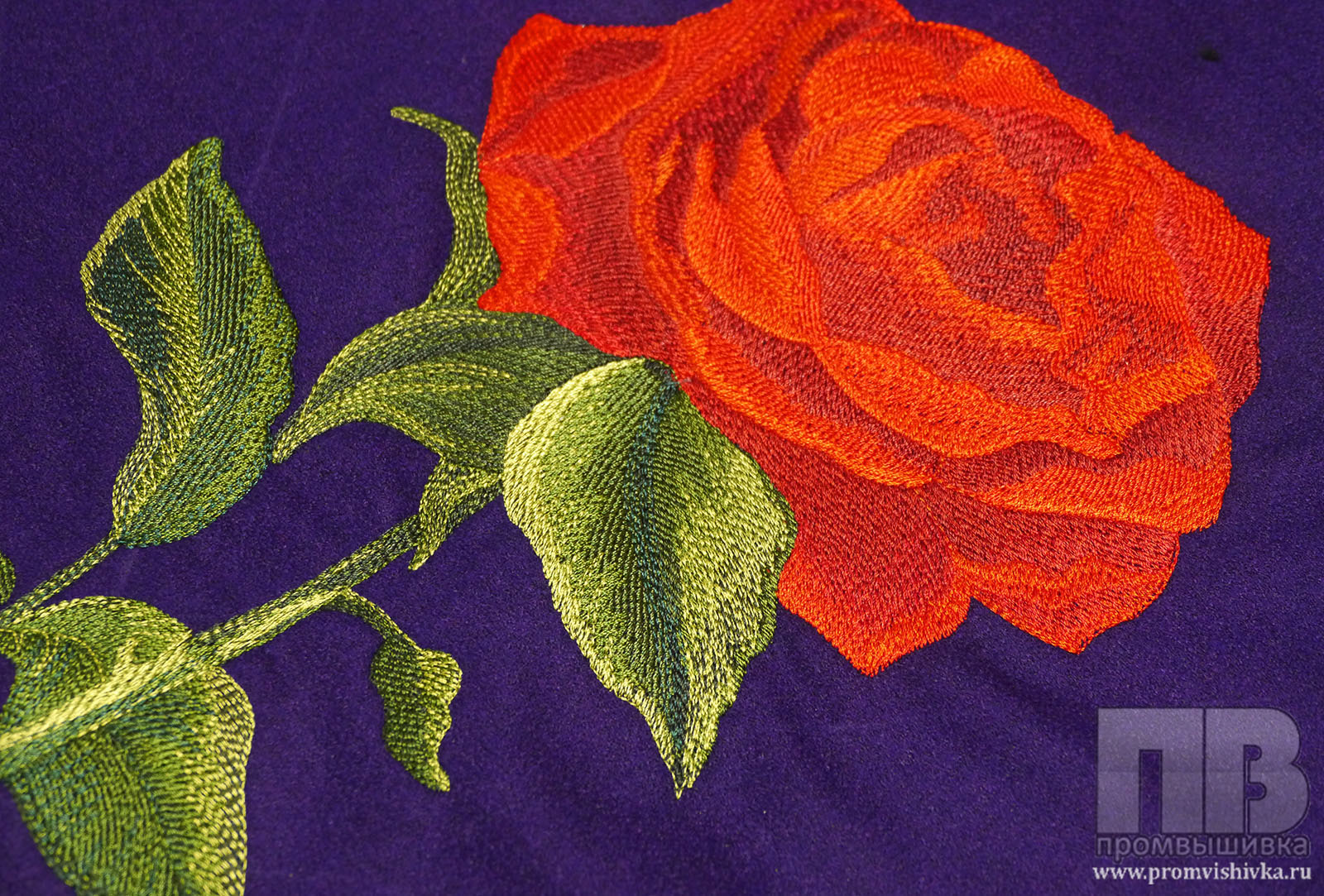 Вышивка роза пайетки