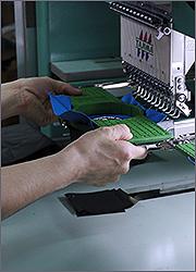 Производство магнитов: пришивание вышивки к винилу