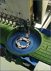 Изготовление магнитов: нанесение вышивки