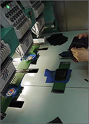 Производство магнитов на холодильник: запяливание винила