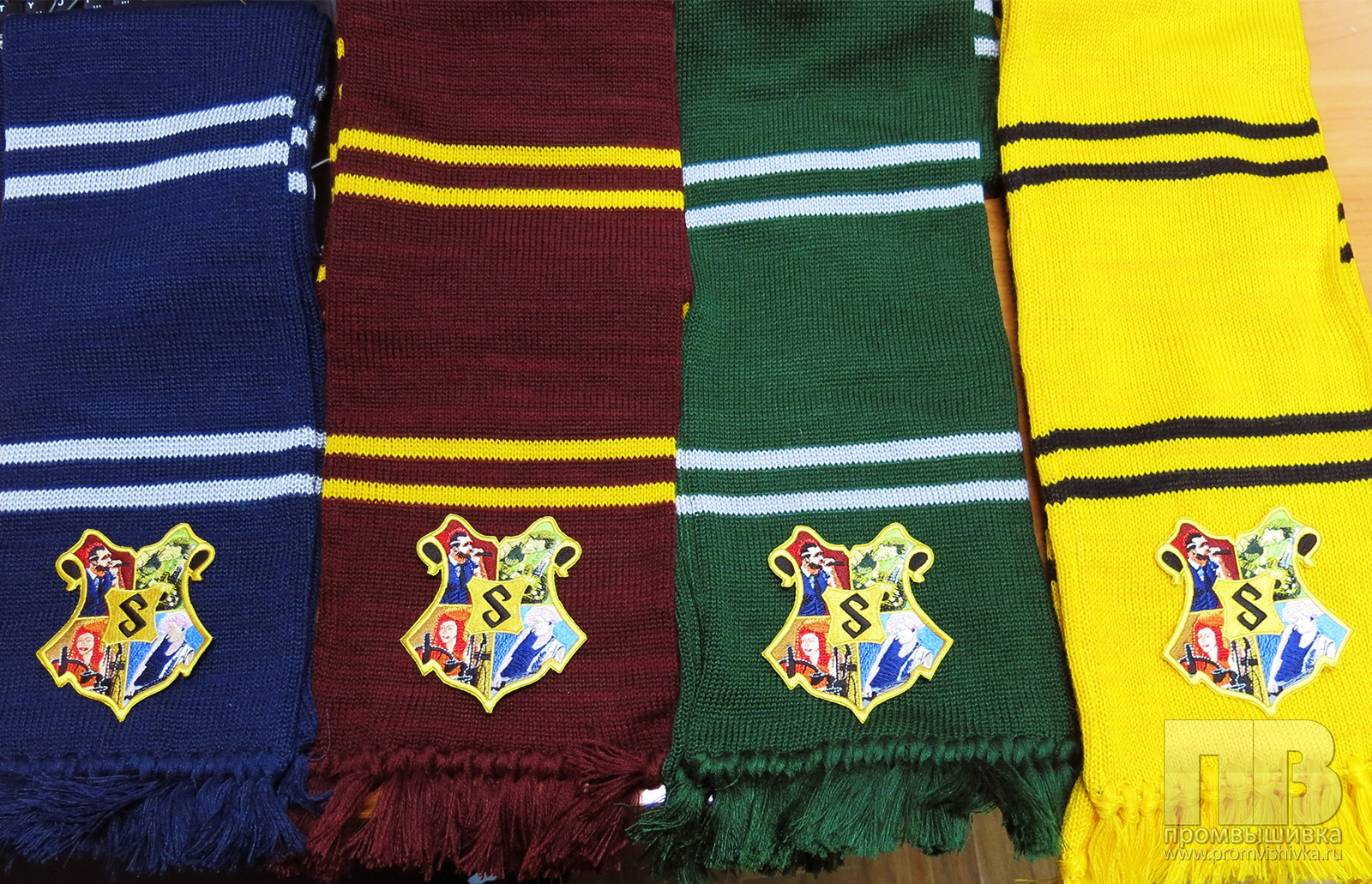 Вышивка по вязаному шарфу