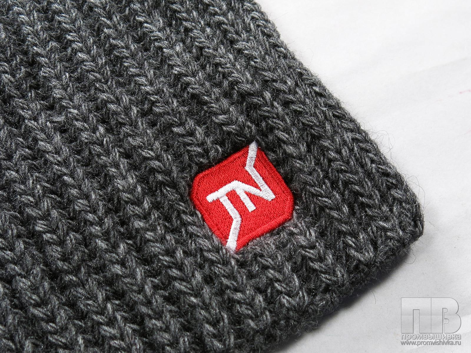Вышивка на вязаных шарфах