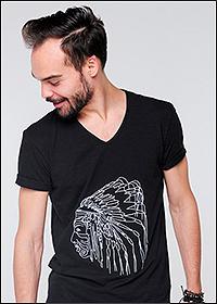 Вышивка на одежде чёрного цвета