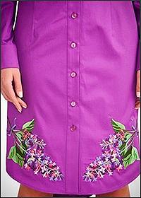 Вышивка на одежде фиолетового цвета